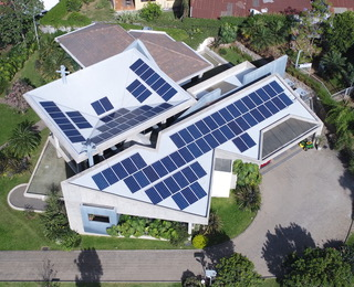 Escazu 30.4 kWp SolarEdge and LG Resu